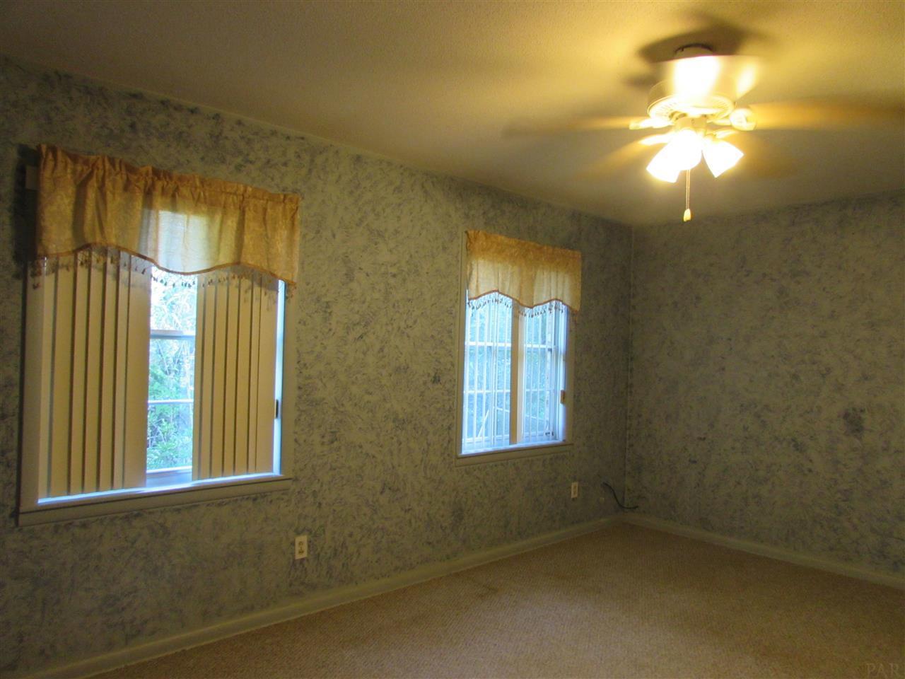 6468 Oakcrest Rd, Milton, FL 32570