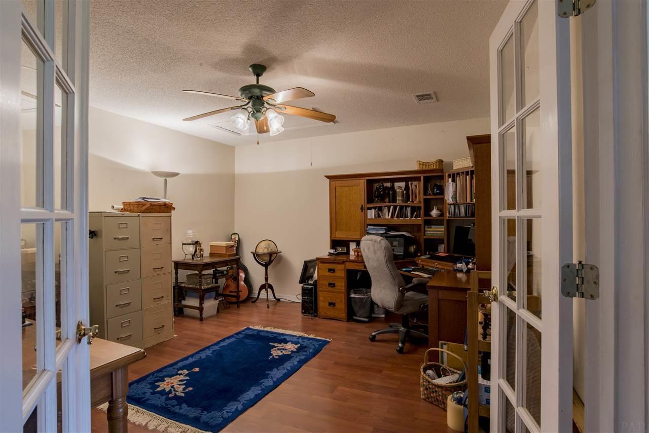 2652 Sandicrest Dr, Cantonment, FL 32533