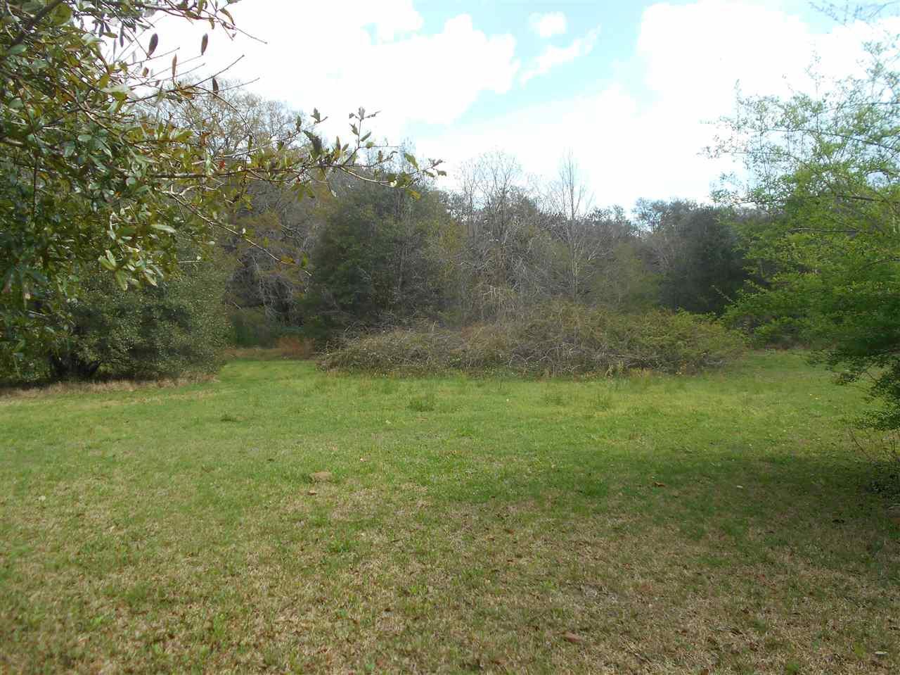 2 Monarch Ln, Pensacola, FL 32503