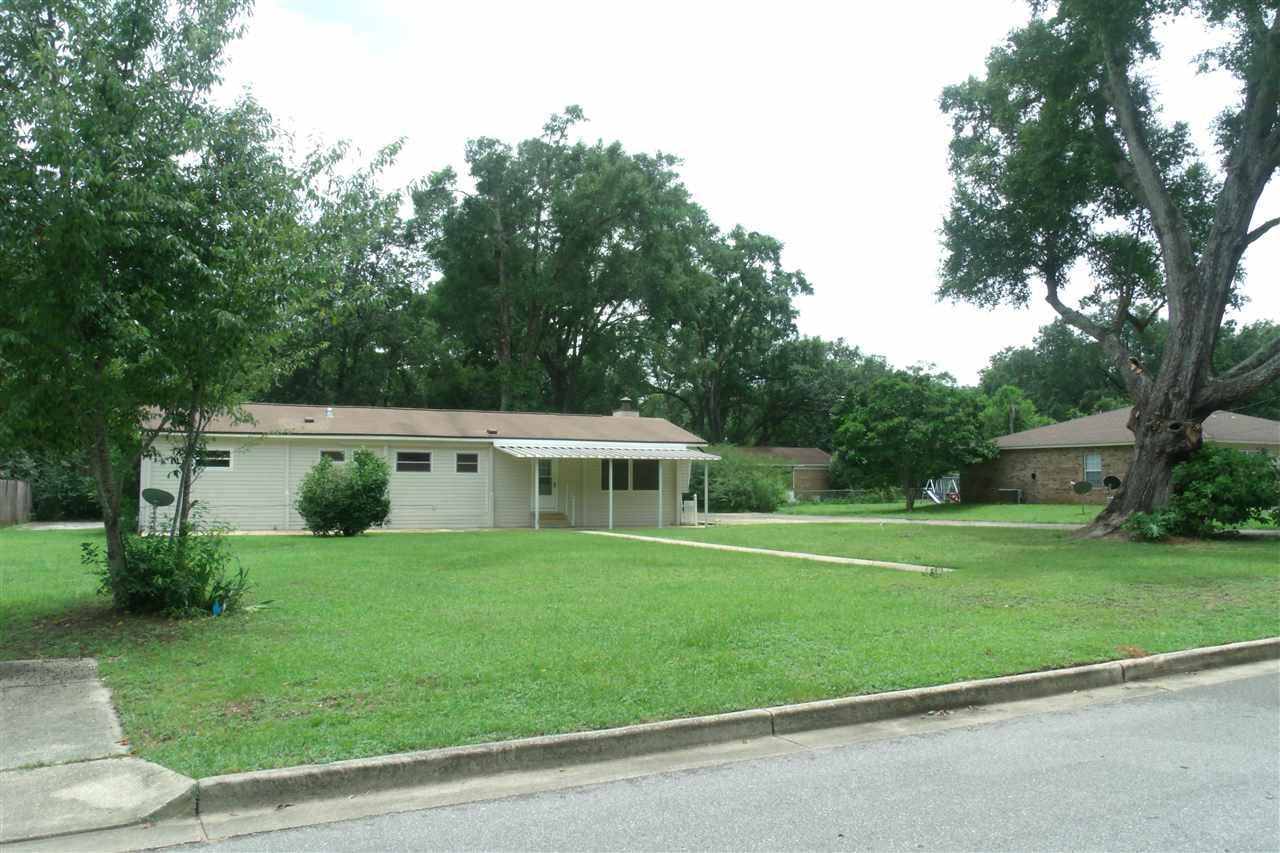 2028 N Roberts Cir, Pensacola, FL 32534