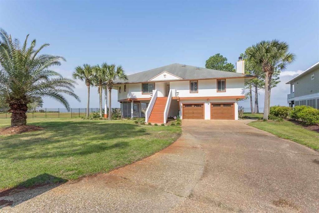 4552 Bayside Dr, Milton, FL 32583