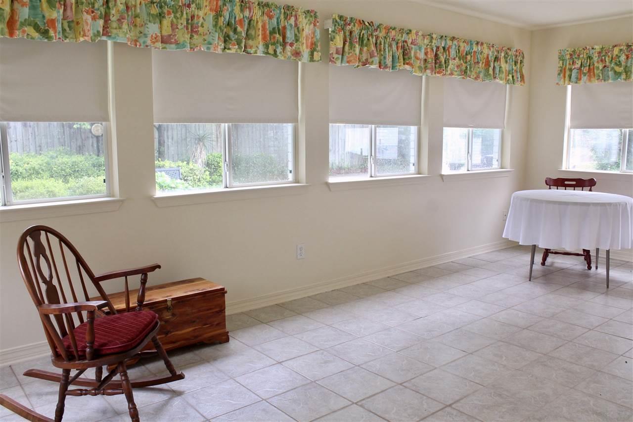 4005 Lynn Ora Dr, Pensacola, FL 32504