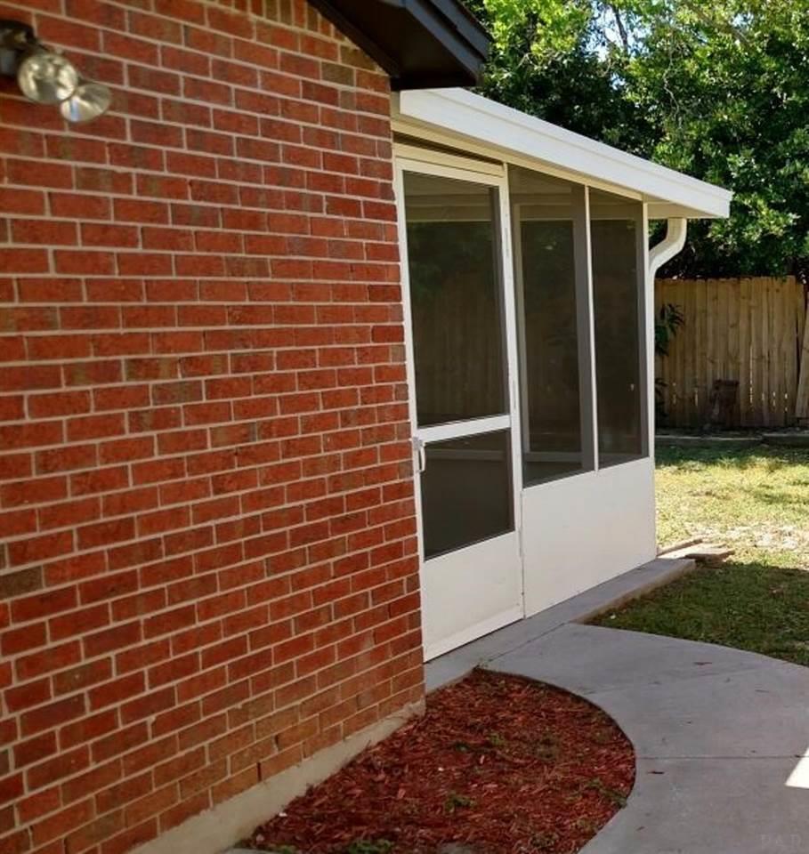 7113 Redondo Dr, Pensacola, FL 32526