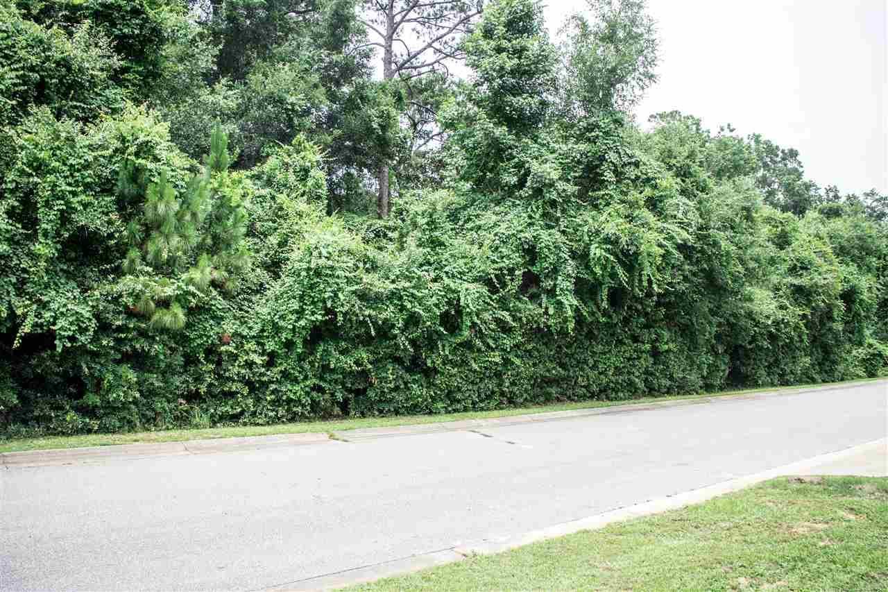 3008 Pelican Ln, Pensacola, FL 32514