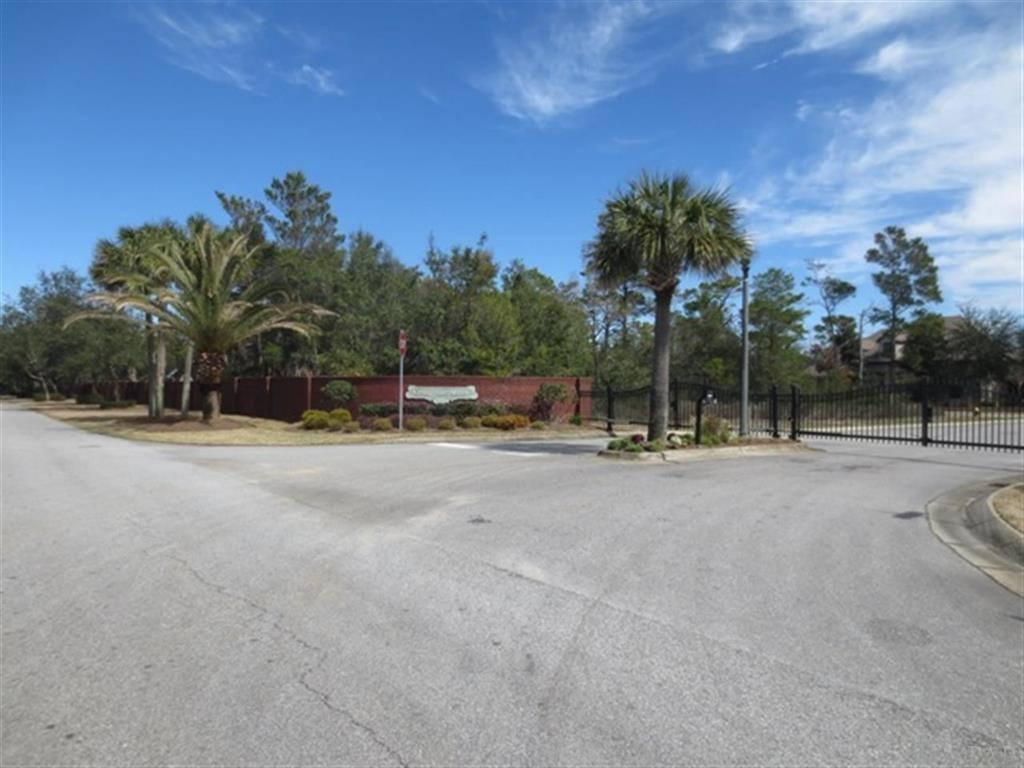 9b Manor Cir, Gulf Breeze, FL 32563