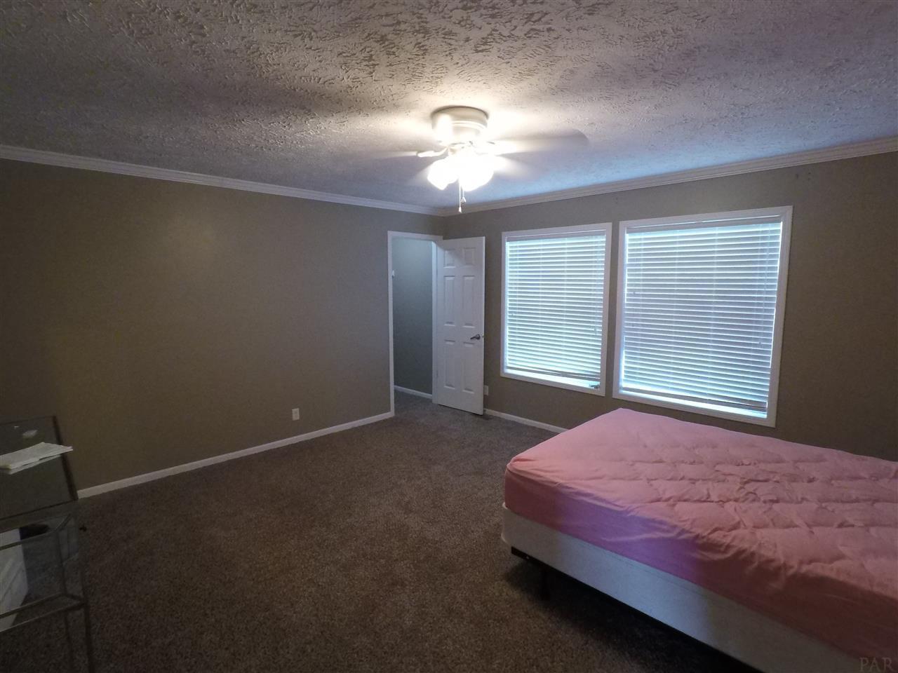 3768 Howell Rd, Walnut Hill, FL 32568