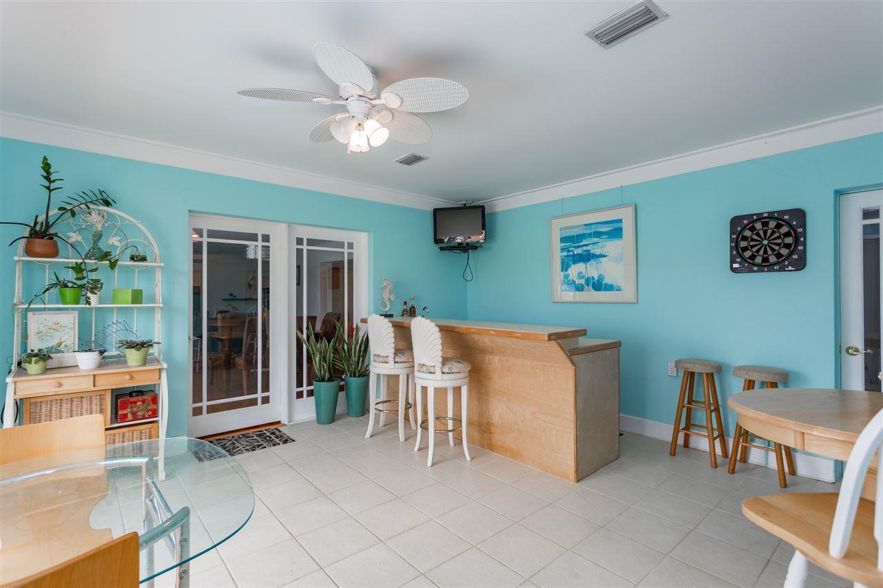 933 Coronado Dr, Gulf Breeze, FL 32563