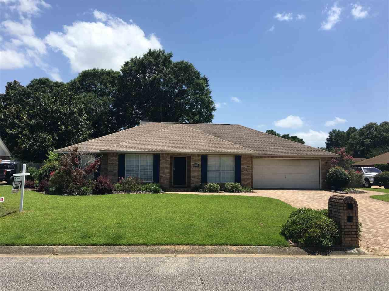 521 Turnberry Rd, Cantonment, FL 32533