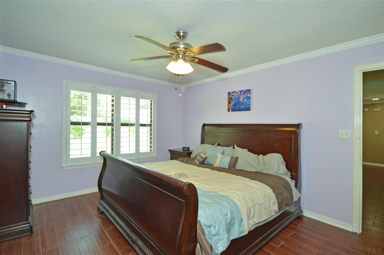 1017 New Haven Dr, Cantonment, FL 32533