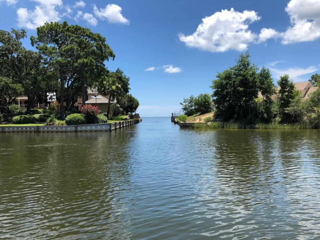 16 Lakeside Dr, Pensacola, FL 32507