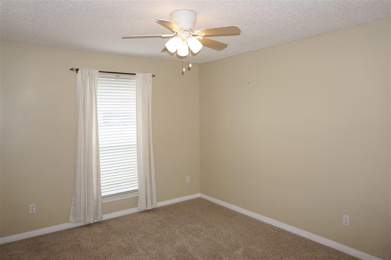 7015 Raburn Rd, Pensacola, FL 32526