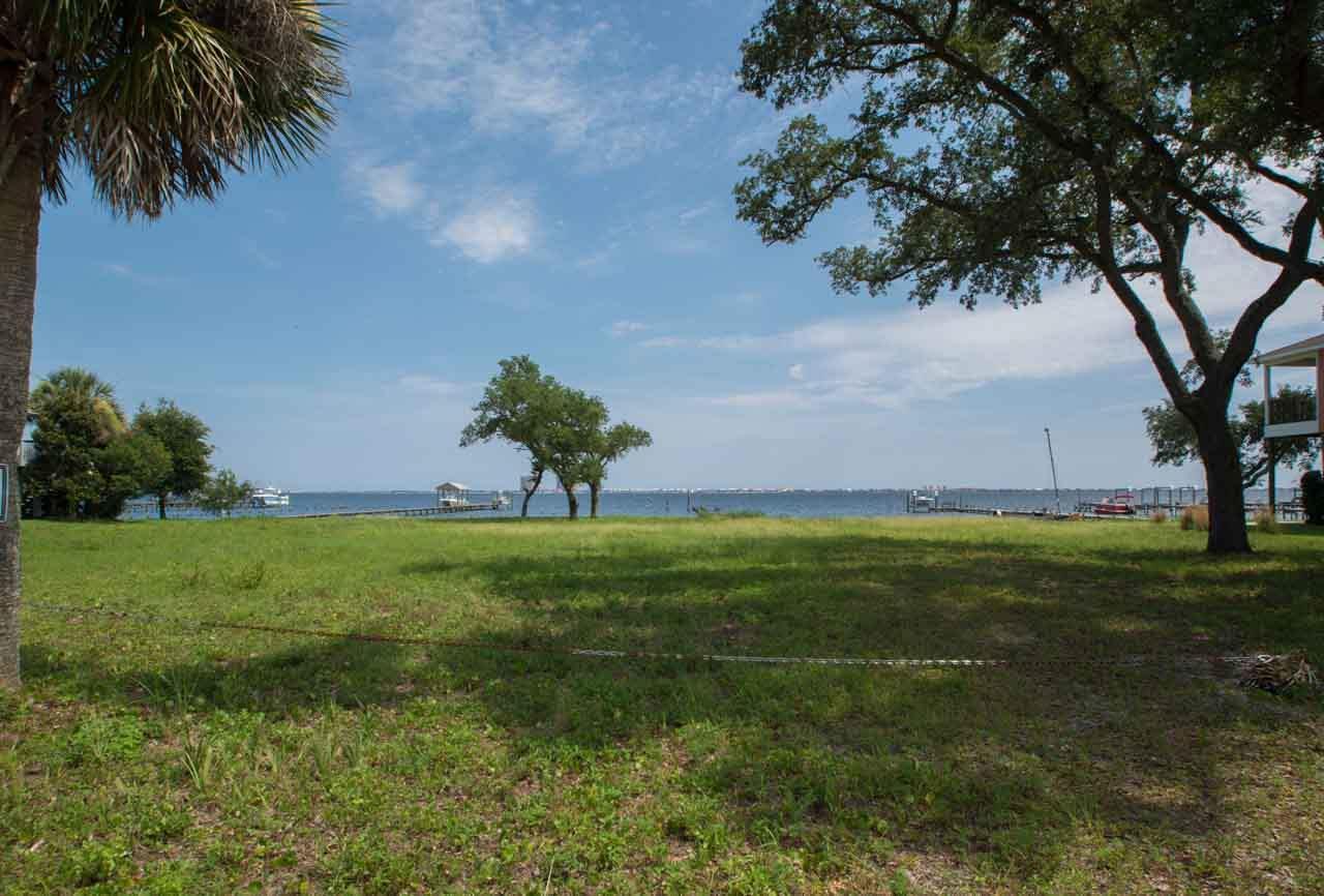 3003 Bay St, Gulf Breeze, FL 32563