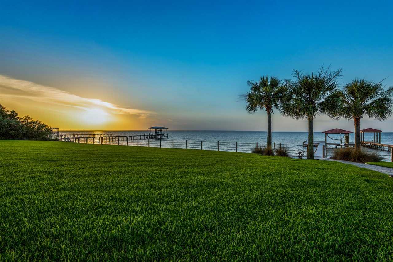 2530 E Bayshore Rd, Gulf Breeze, FL 32563