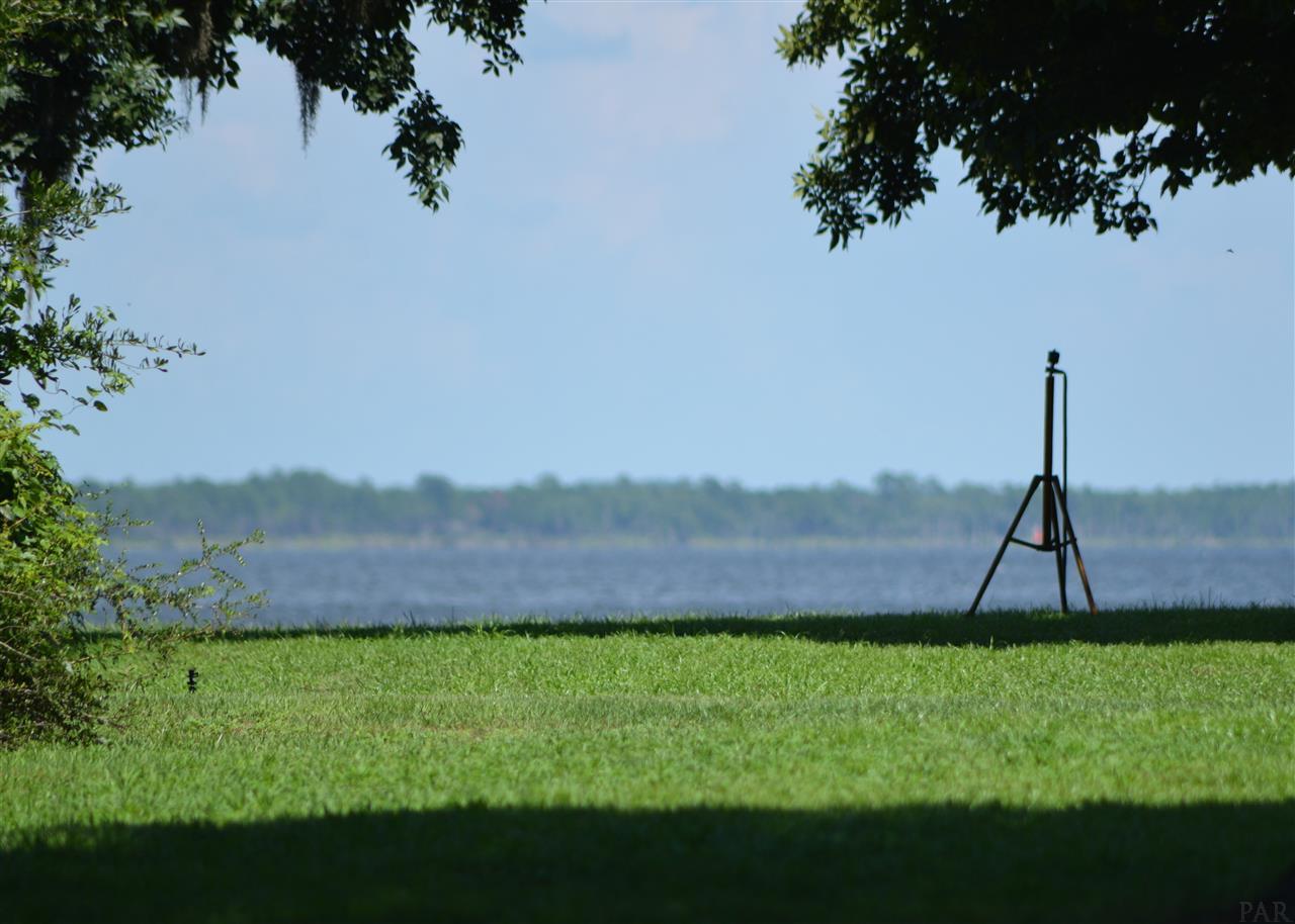 1724 Saint Marys Bay Dr, Milton, FL 32583