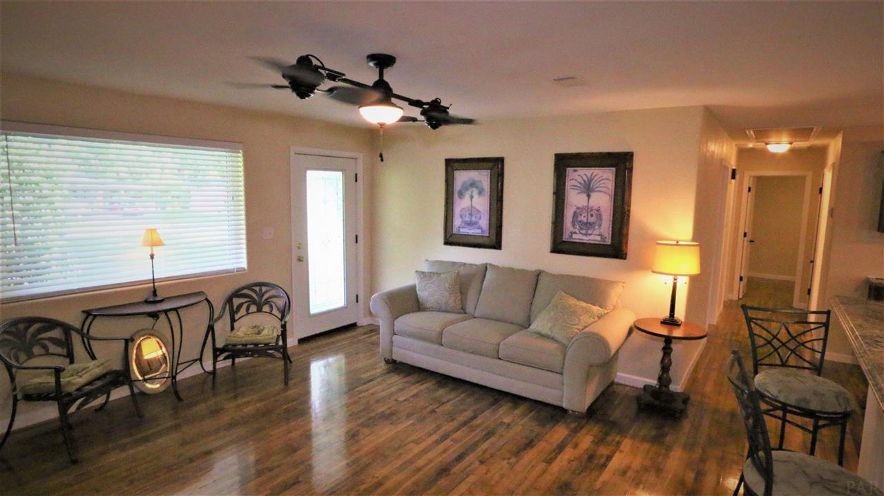 90 Monarch Ln, Pensacola, FL 32503