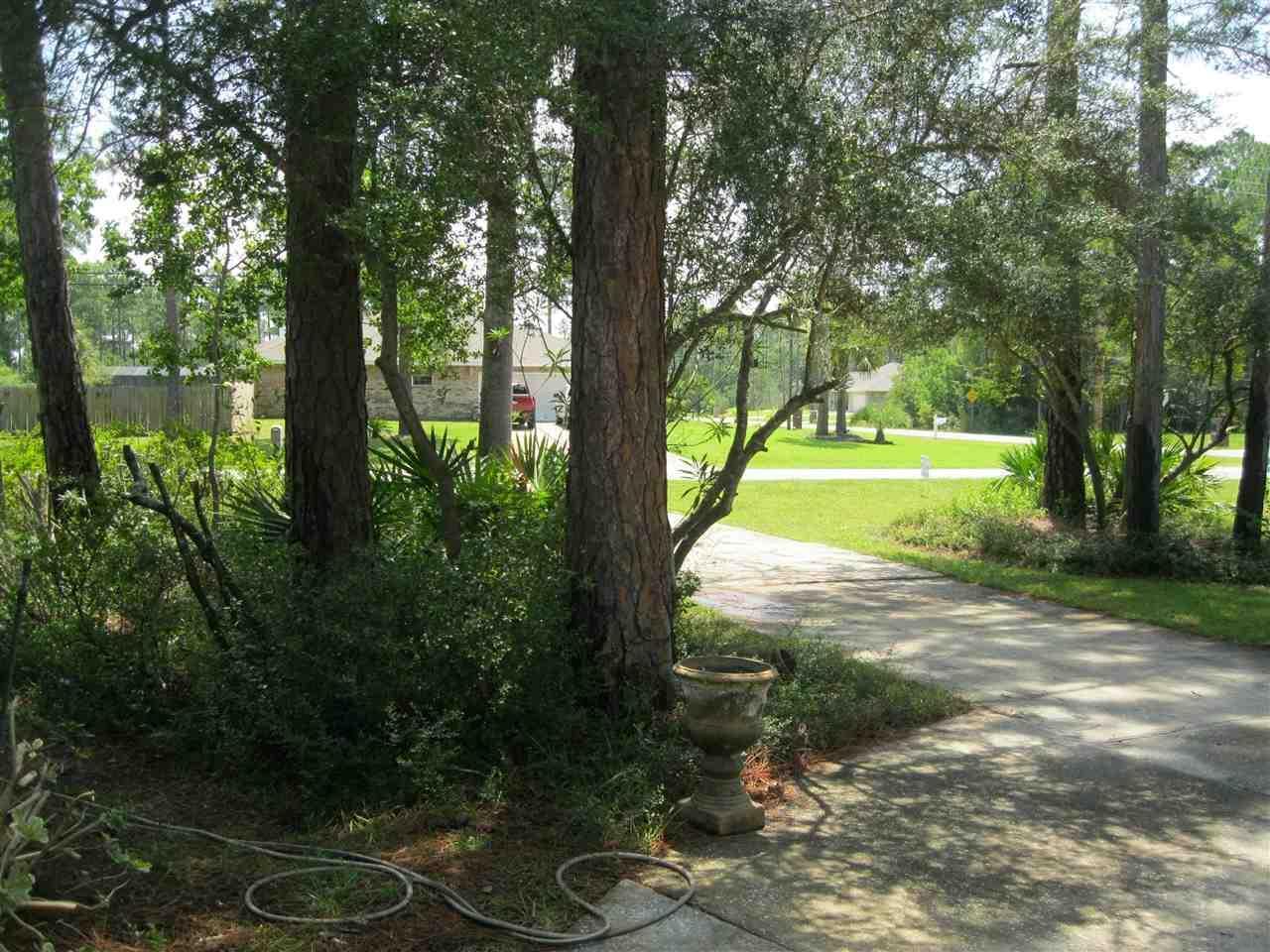 2233 Edgewood Dr, Navarre, FL 32566