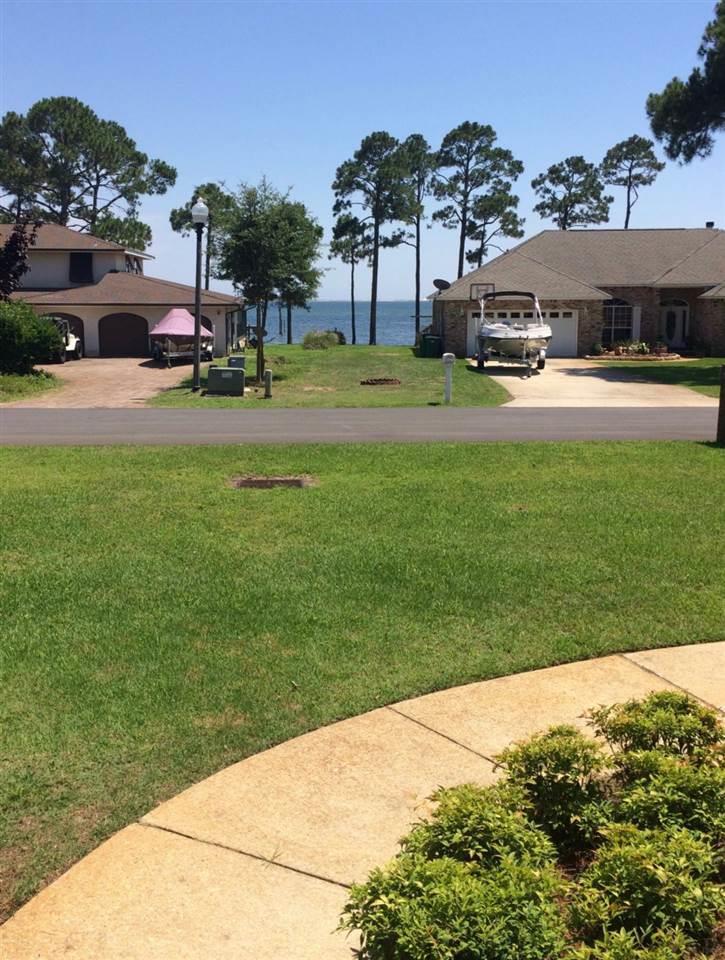 6816 Tidewater Dr, Navarre, FL 32566