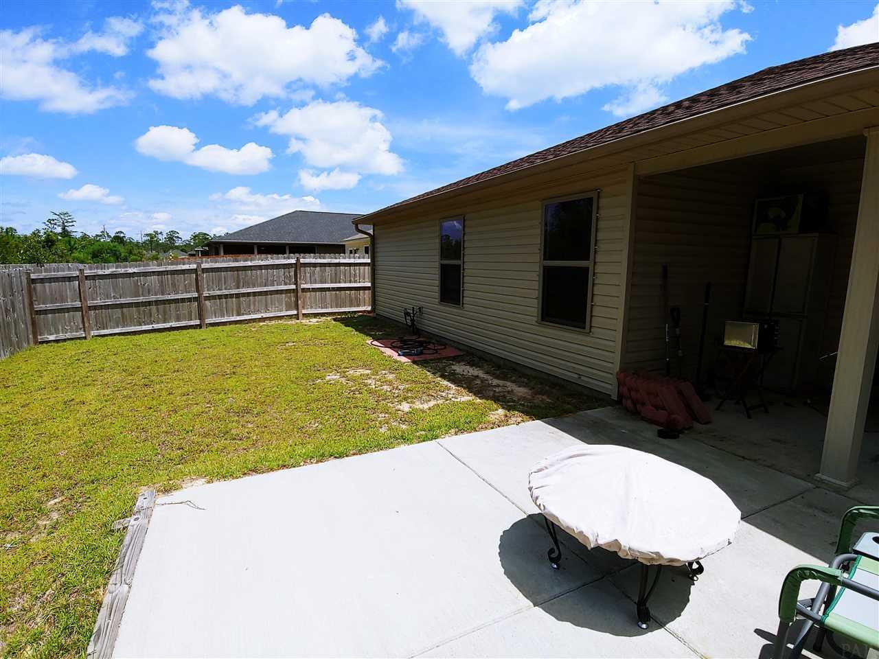 8458 Island Dr, Navarre, FL 32566