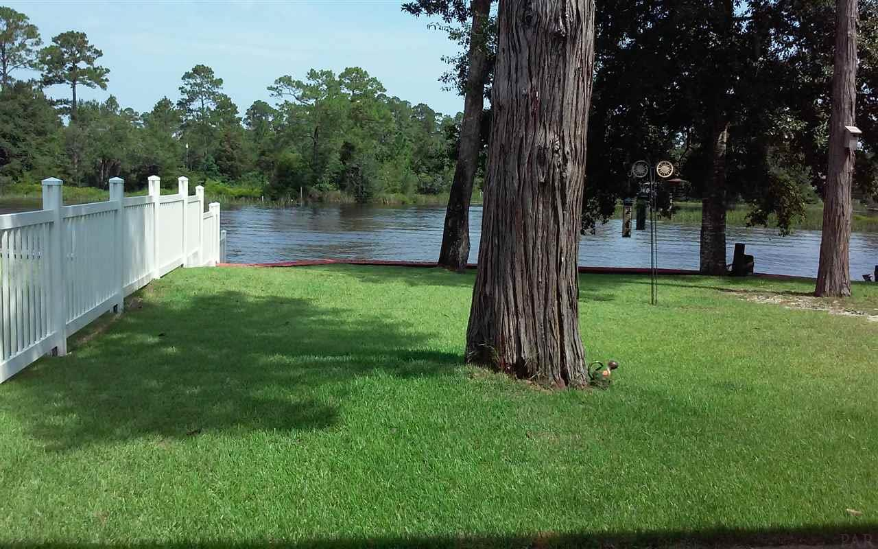 7620 River Rd, Milton, FL 32583