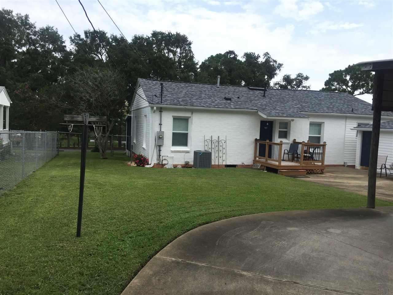 315 Nw Syrcle Dr, Pensacola, FL 32507