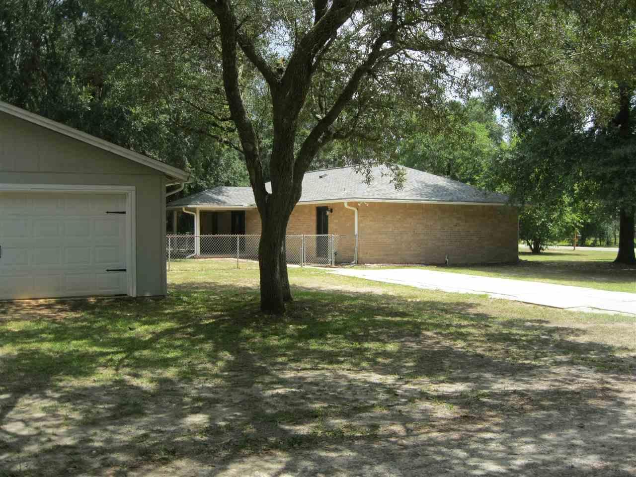 4259 Burbank Dr, Milton, FL 32583