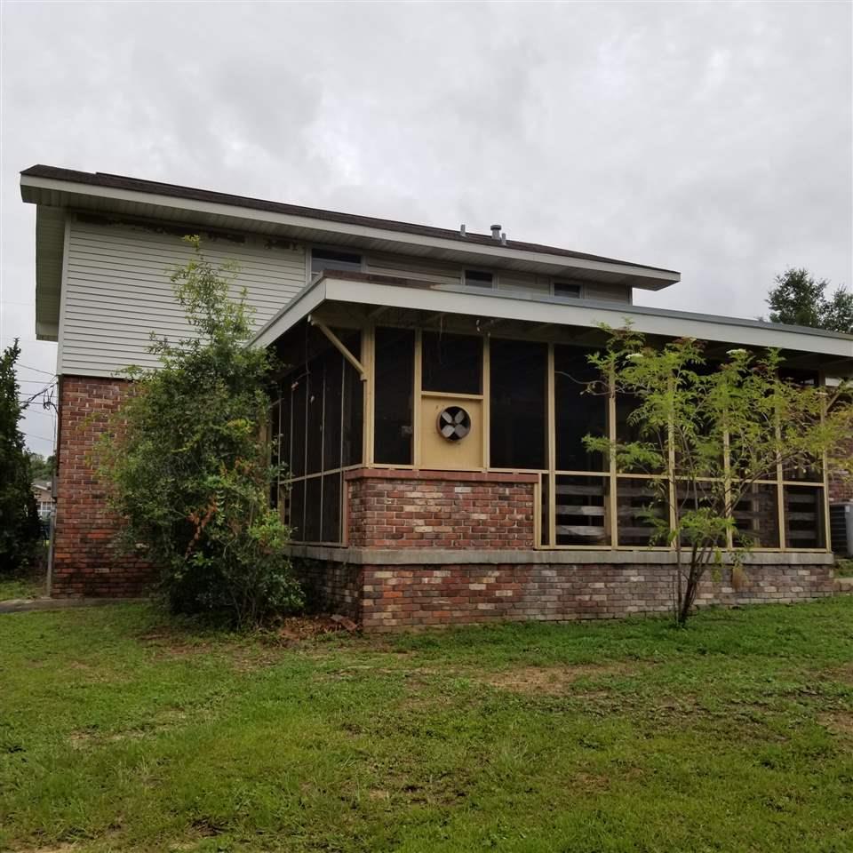 6702 White Oak Dr, Pensacola, FL 32503