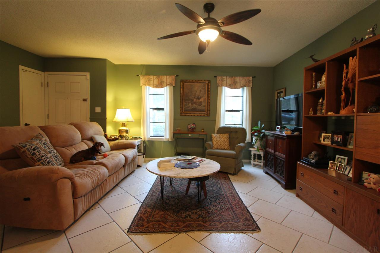 7722 Coronet Dr, Pensacola, FL 32514