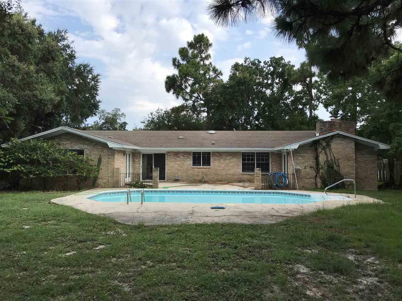 2912 Glenn St, Gulf Breeze, FL 32563