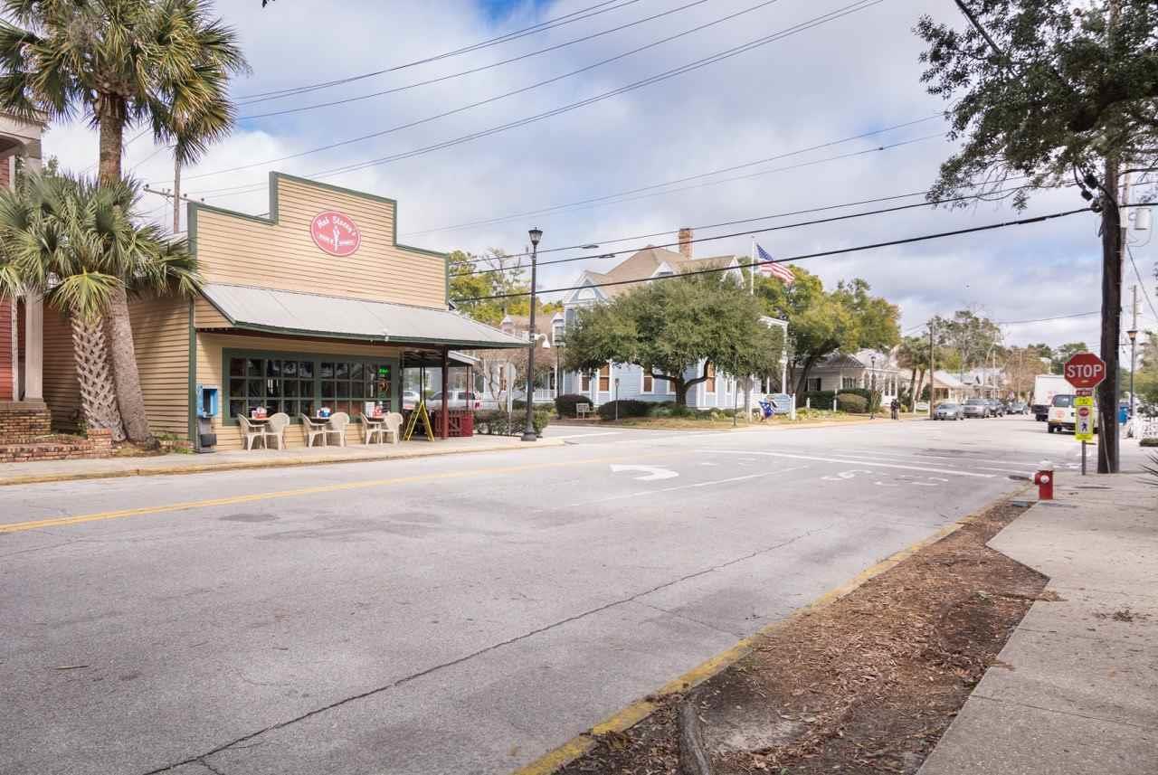 108 S Alcaniz St #208, Pensacola, FL 32502