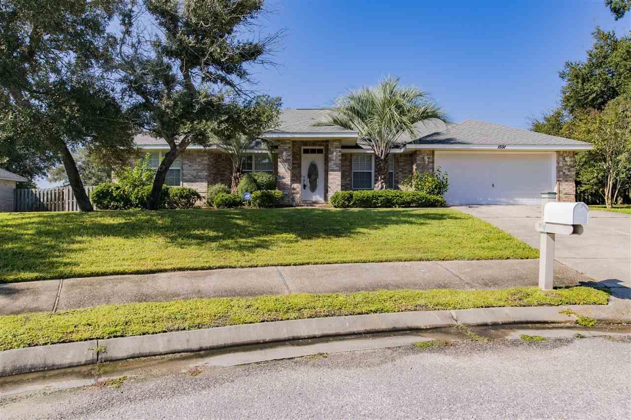 1591 Woodbluff Ct, Gulf Breeze, FL 32563