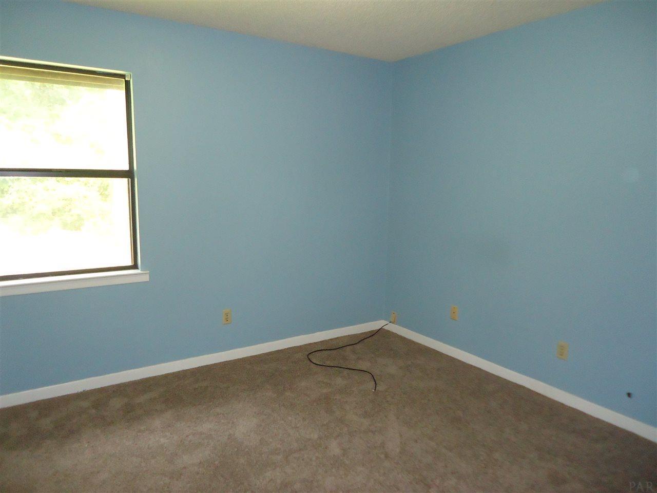 5852 Locust St, Milton, FL 32570