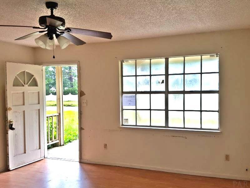 9070 Cove Ave, Pensacola, FL 32514