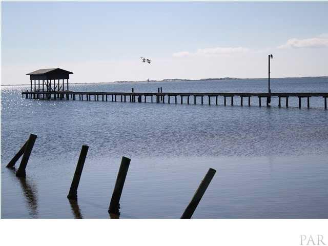 5525 Soundside Dr, Gulf Breeze, FL 32563