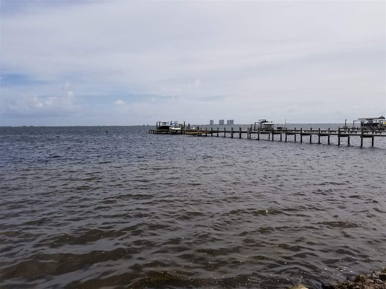 3943 W Madura Rd, Gulf Breeze, FL 32563