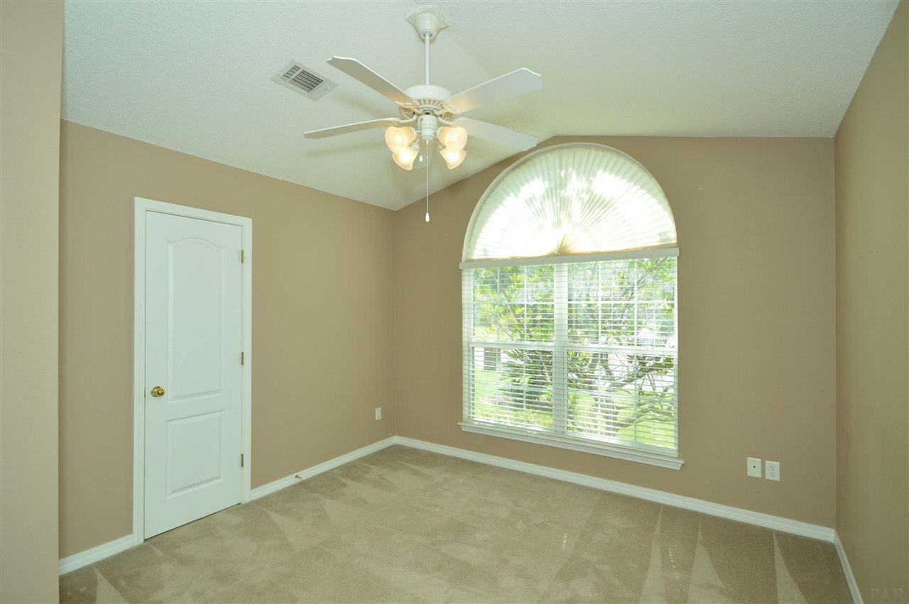 5462 Stafford Cir, Pace, FL 32571
