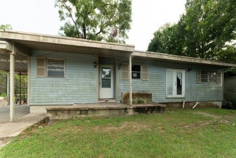 6473 Lakeshore Dr, Milton, FL 32570