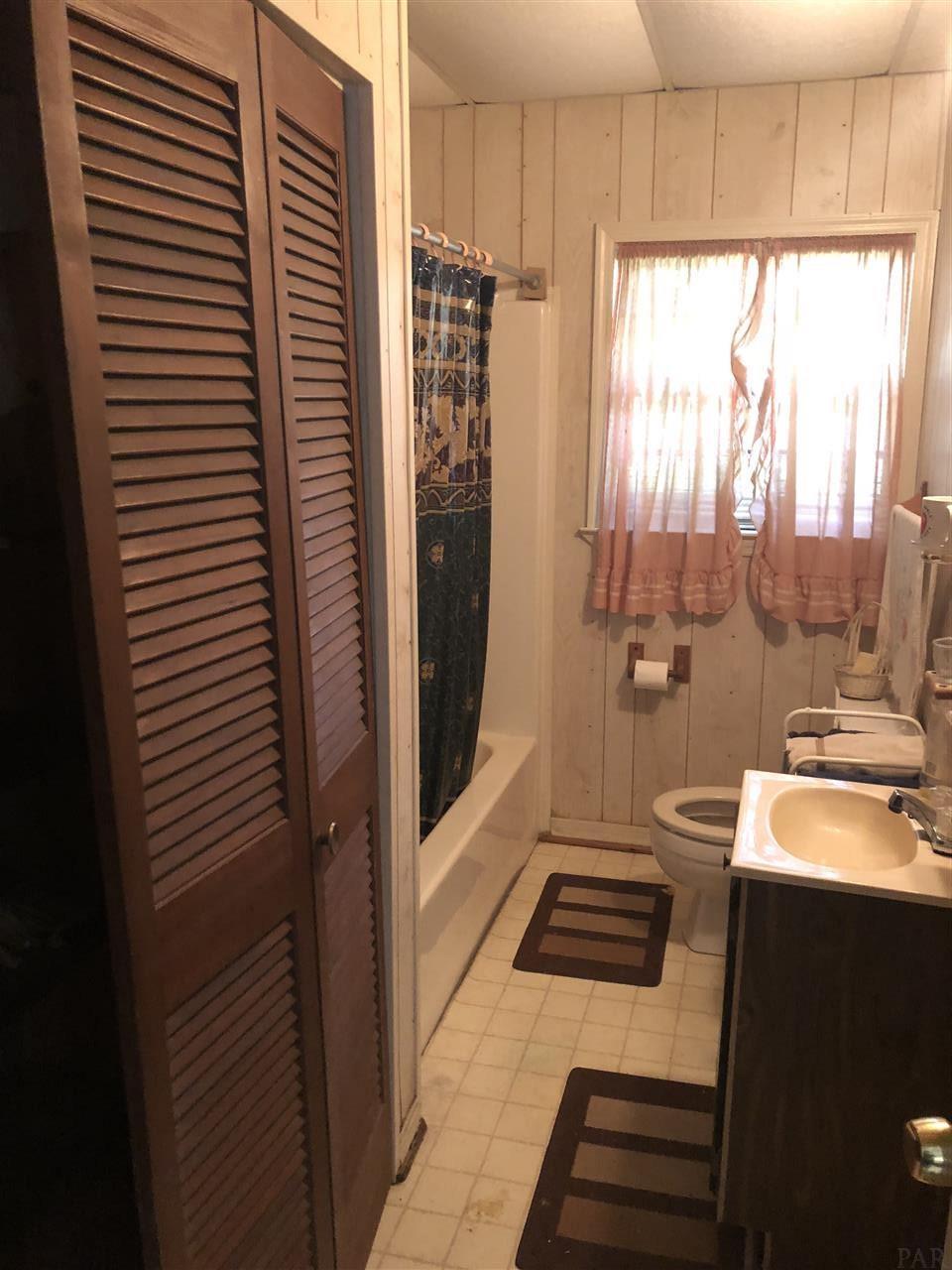 6206 Vicksburg Dr, Pensacola, FL 32503