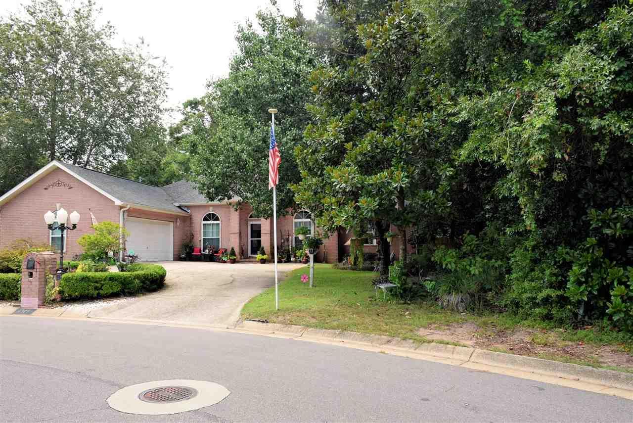 6327 Summer Lakes Ln, Pensacola, FL 32504
