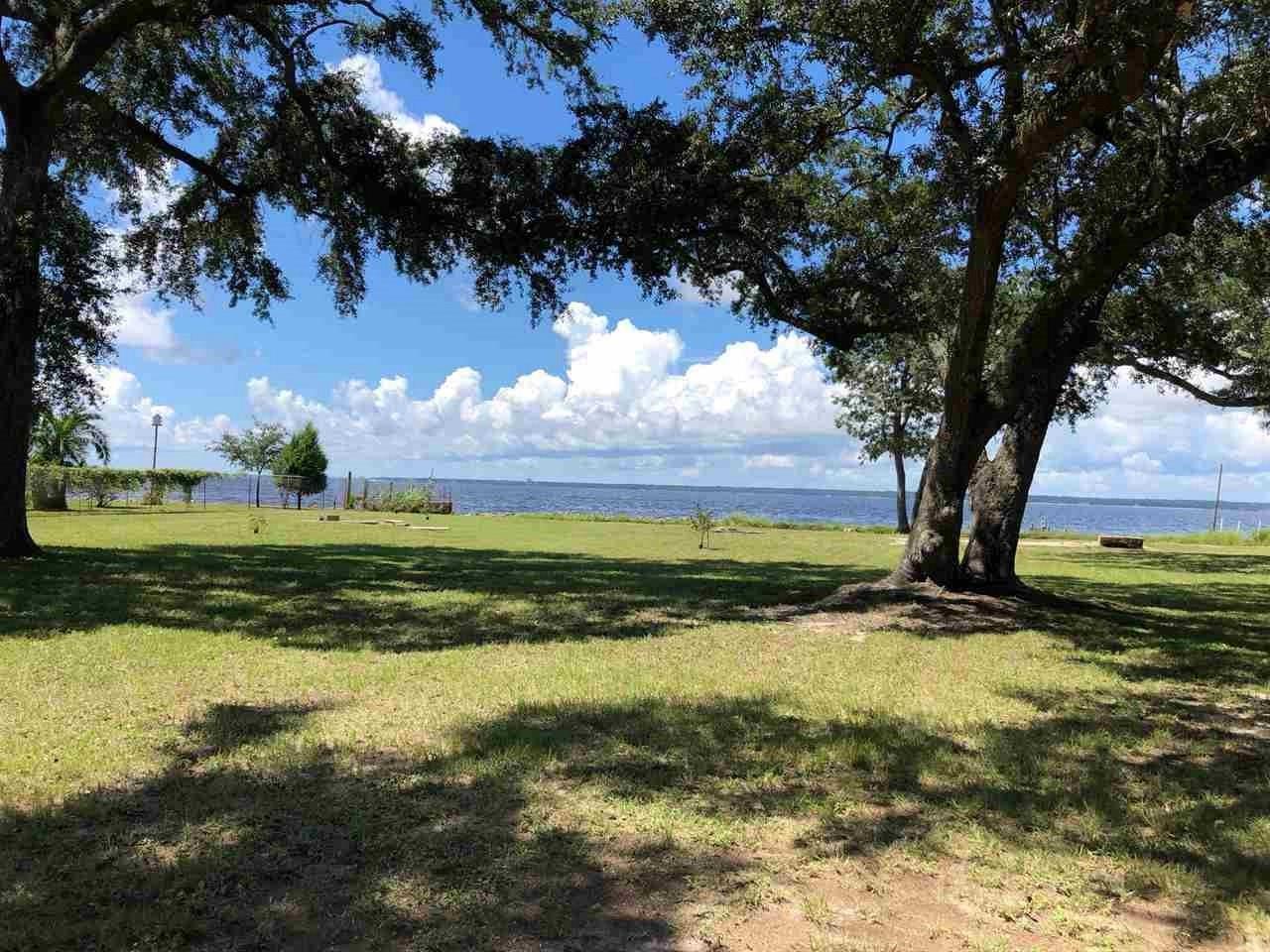 265 S Garcon Point Rd, Milton, FL 32583