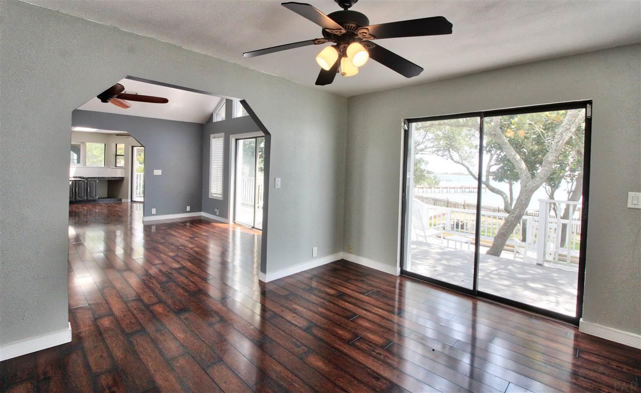 516 Parish Blvd, Mary Esther, FL 32569