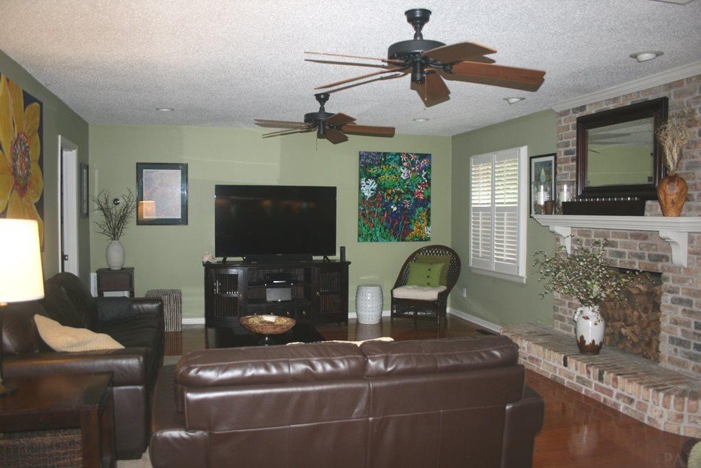 3981 Menendez Dr, Pensacola, FL 32503