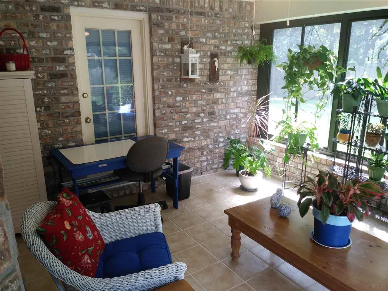 2705 Woodbreeze Dr, Cantonment, FL 32533
