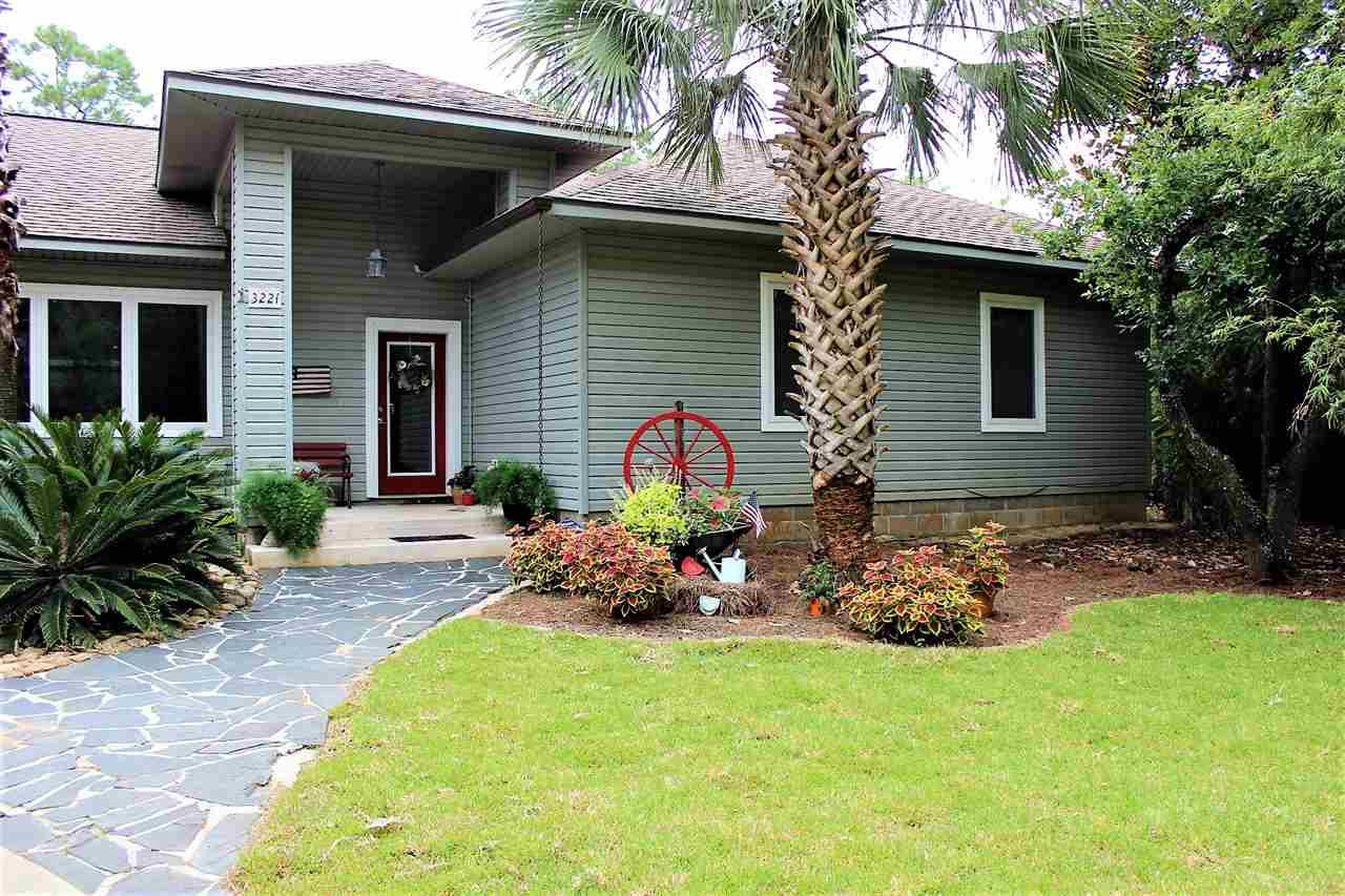 3221 Laurel Dr, Gulf Breeze, FL 32563