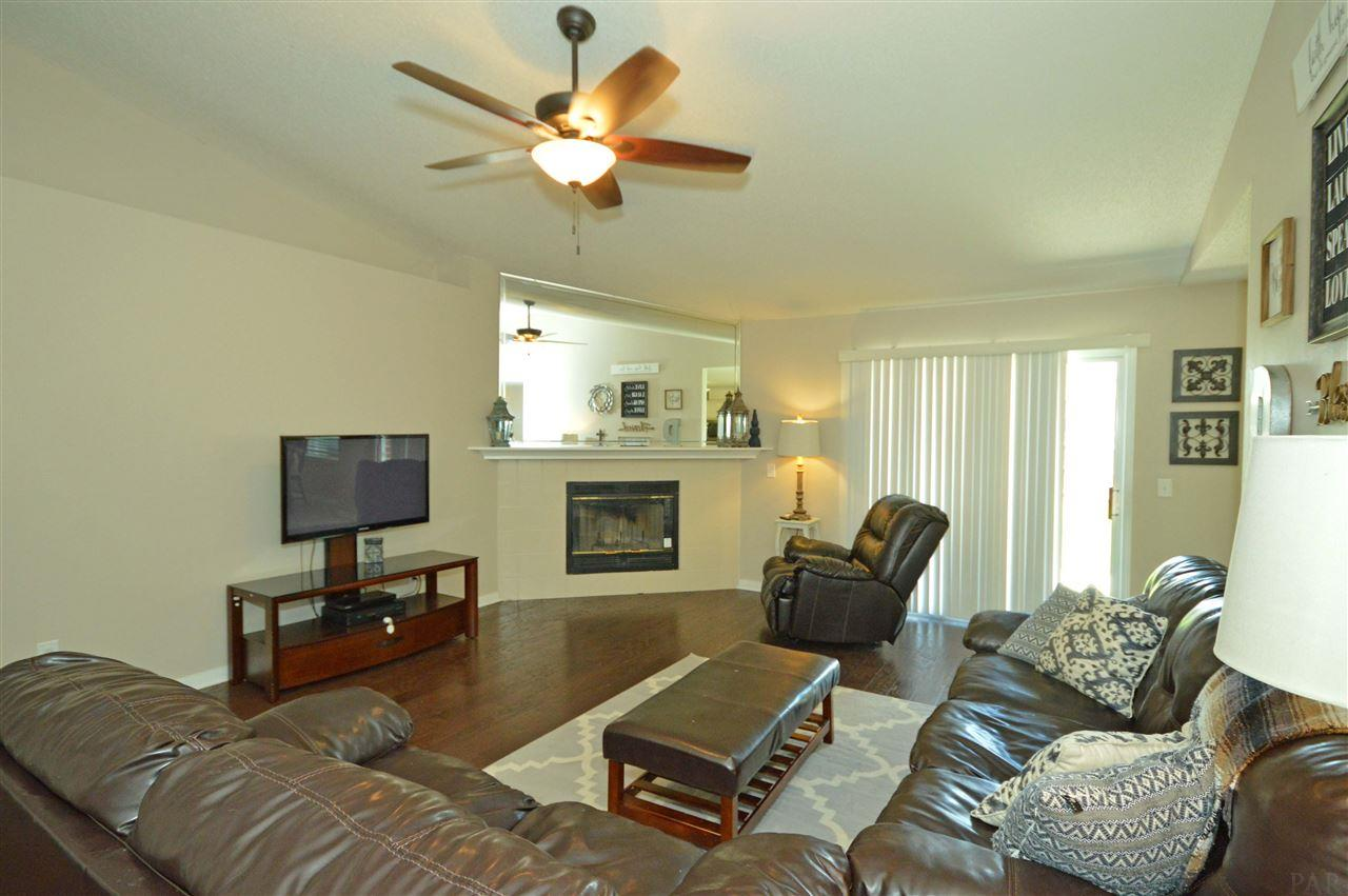 4954 Cedar Creek Ct, Pace, FL 32571