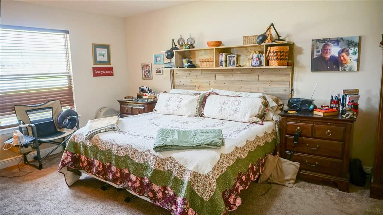 1680 Twin Pines Cir, Cantonment, FL 32533