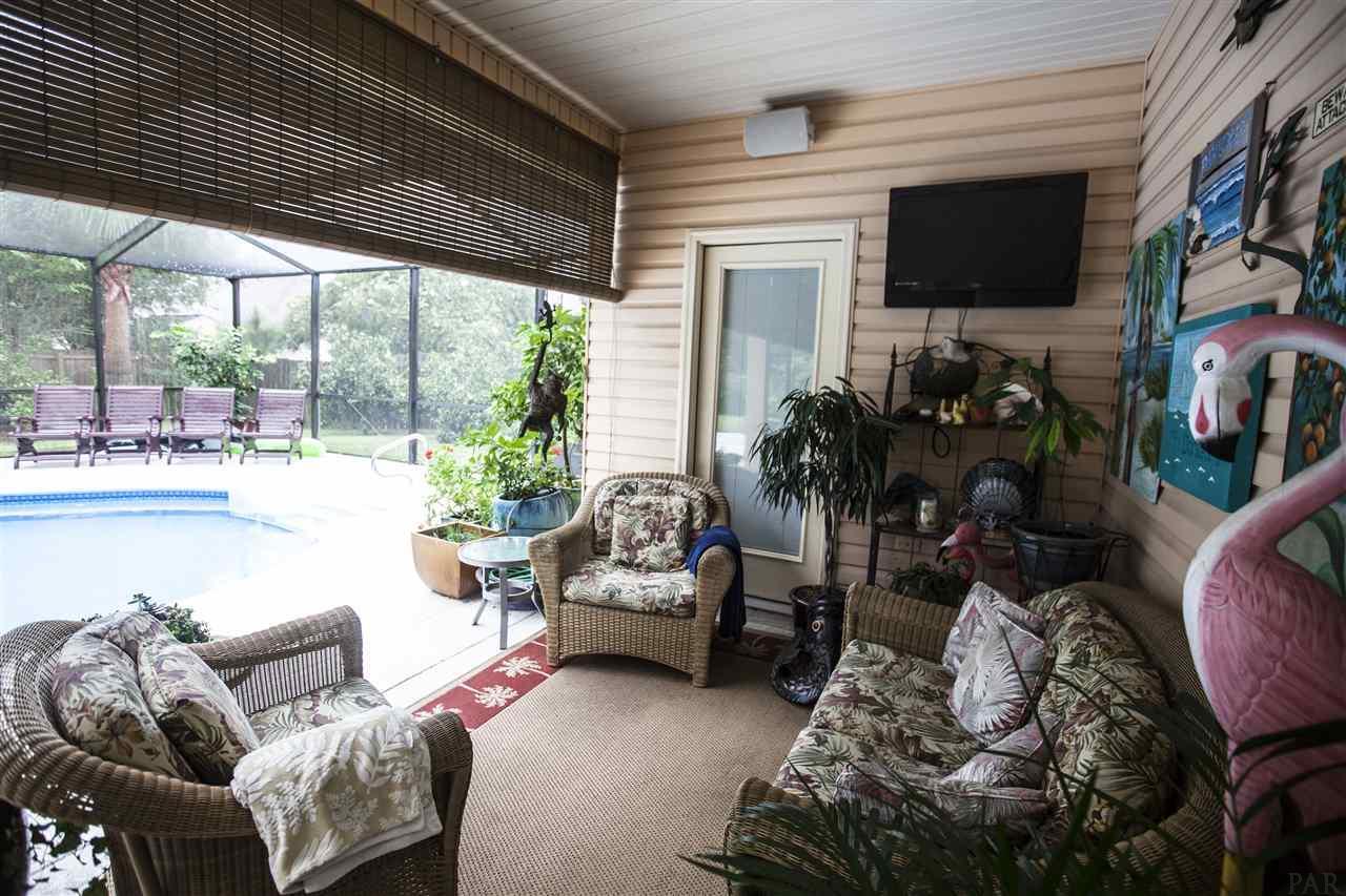 384 Palm Lake Dr, Pensacola, FL 32507