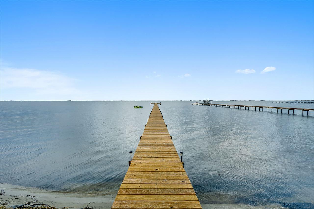 1834 W Smugglers Cove Dr, Gulf Breeze, FL 32563