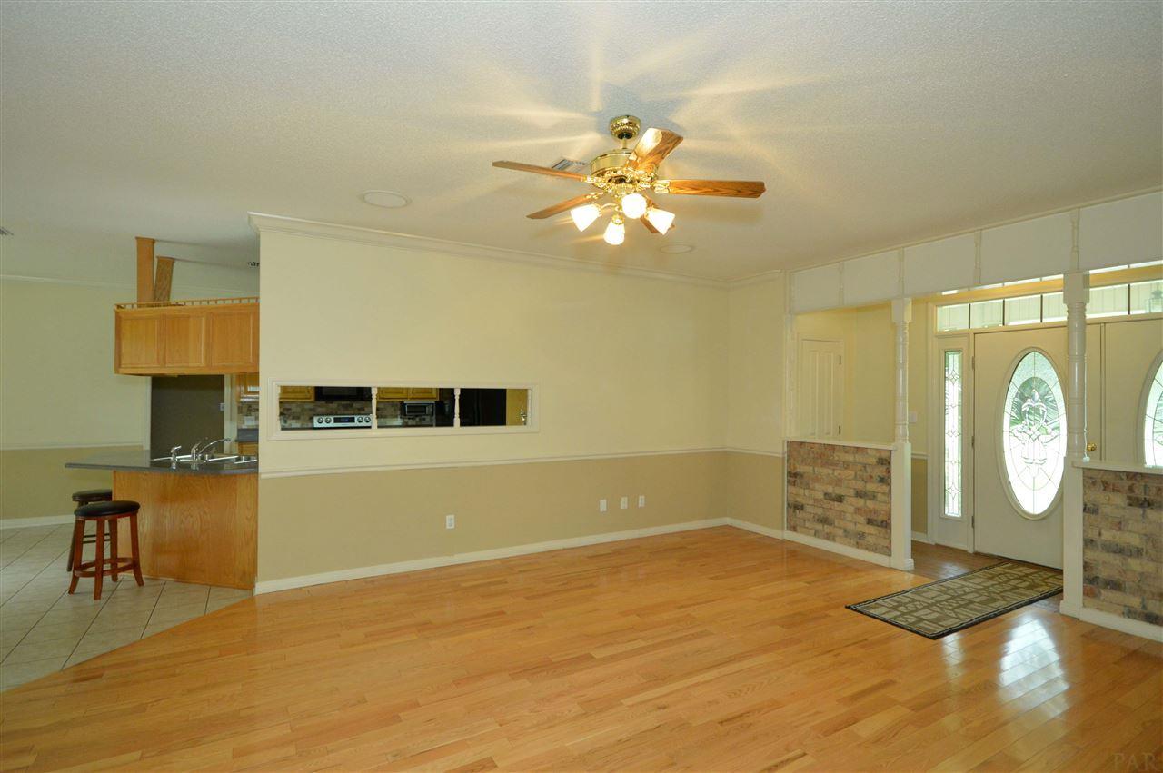 3710 Sawmill Cir, Pace, FL 32571