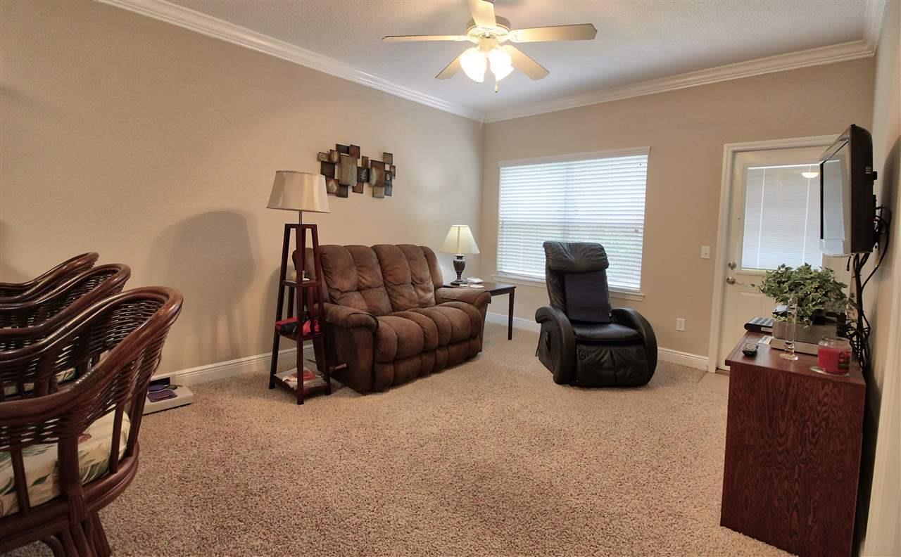 2216 Hadleigh Hills Ct, Navarre, FL 32566