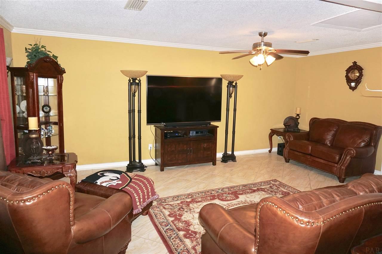 7831 Coronet Dr, Pensacola, FL 32514